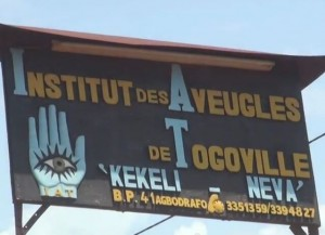 Cartello di ingresso all'Istituto Kekeli Neva