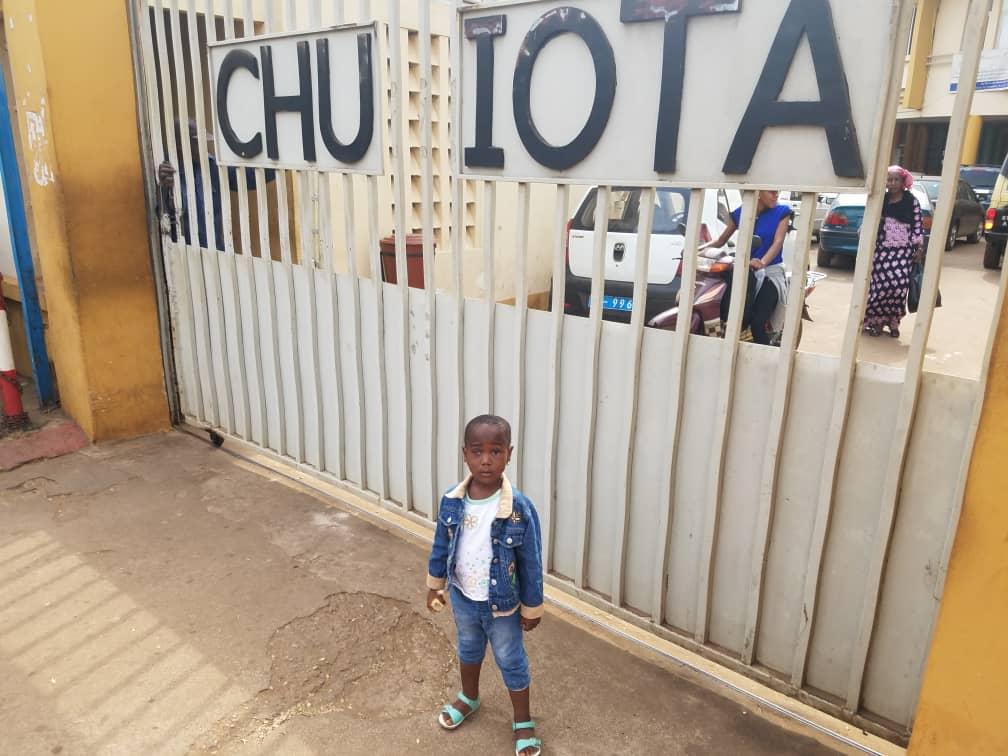 JADE davanti alla clinica IOTA di Bamako